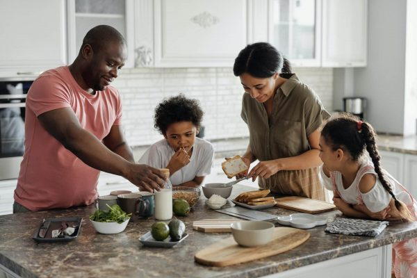 family-making-breakfast-in-the-kitchen-4259140-2